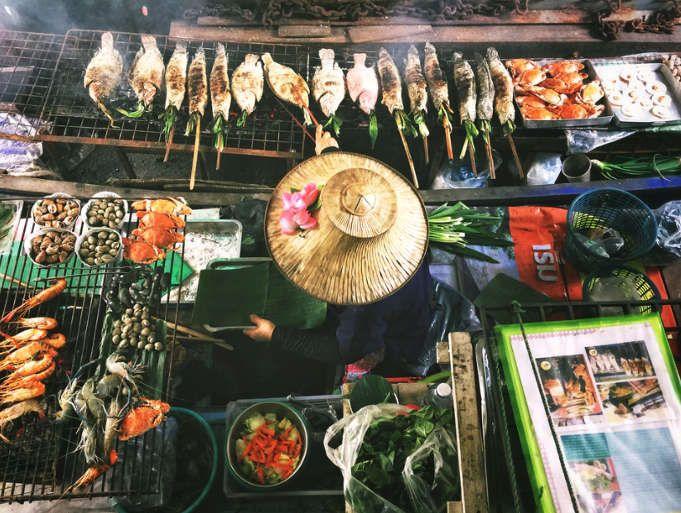 Voluntariado en Tailandia rio mercado venta comida