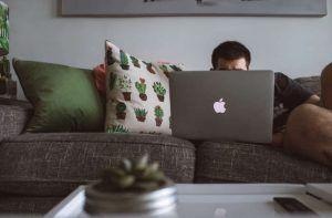 8 Beneficios de un negocio digital para trabajar por el mundo (o desde casa)