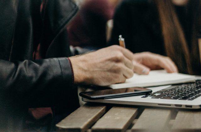 Mejores web que te pagan por escribir en español